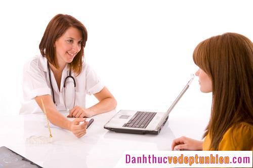 Khám và gặp bác sĩ tư vấn về bệnh viêm âm đạo