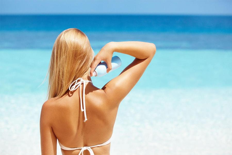 Kem dạng xịt giúp dễ dàng tiếp cận vùng gáy và lưng