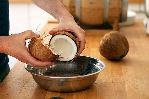 sơ chế dừa làm mứt dừa khô